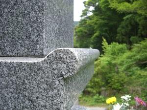 鳴本石材(株)施工 天山石墓石 昭和54年建立