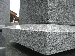 鳴本石材(株)施工 天山石墓石 昭和63年建立