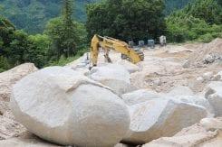 天山石の採掘現場